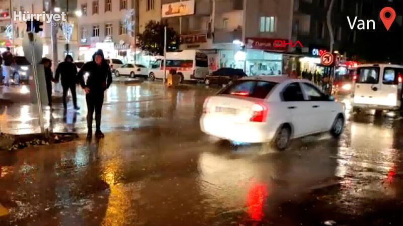 Van'da sağanak yağış etkili oldu