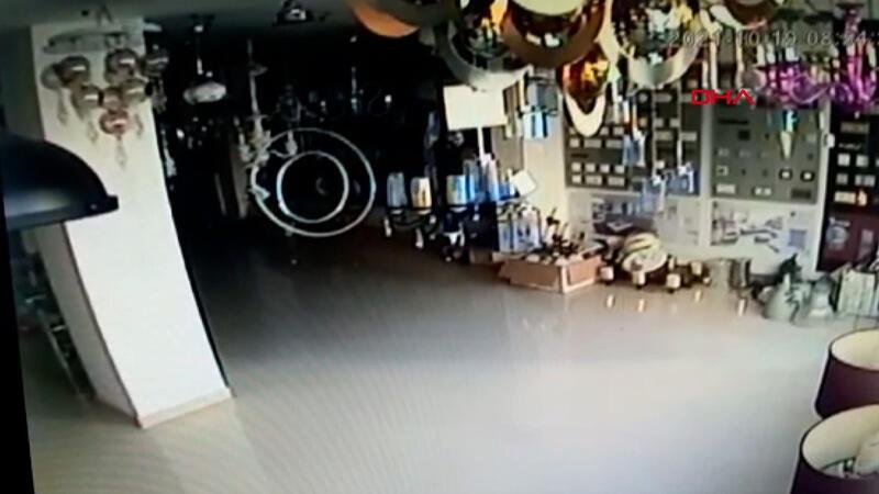 Antalya Kaş açıklarındaki deprem anı kamerada