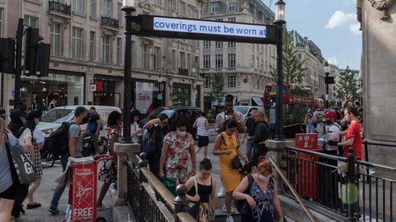 İngiltere'de vaka sayılarında korkutan artış