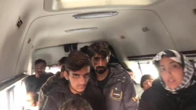 17 kişilik minibüsten, 31 göçmen çıktı