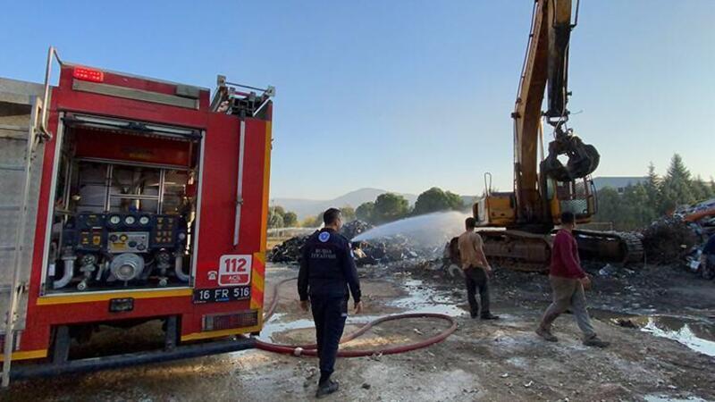 Bursa'da hurda deposunda çıkan yangın söndürüldü