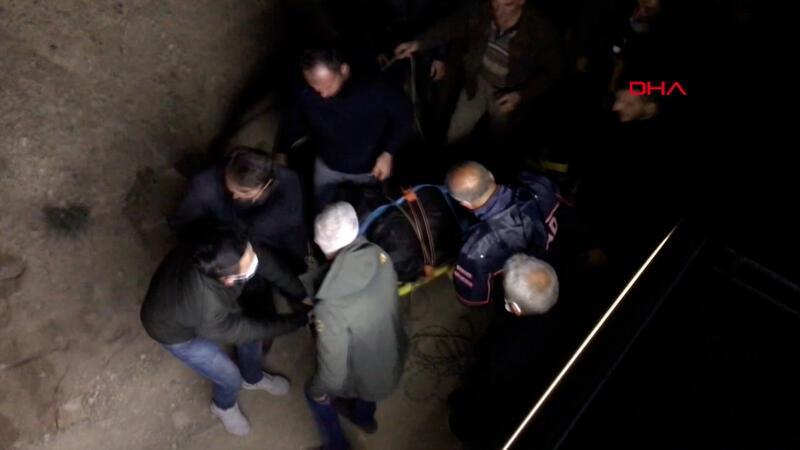 Kamyonet uçuruma yuvarlandı 2 ölü, 1 yaralı