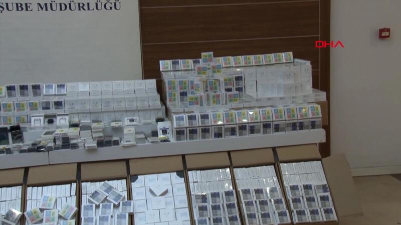 İstanbul'da 84 milyon liralık sahte telefon aksesuarı ele geçirildi