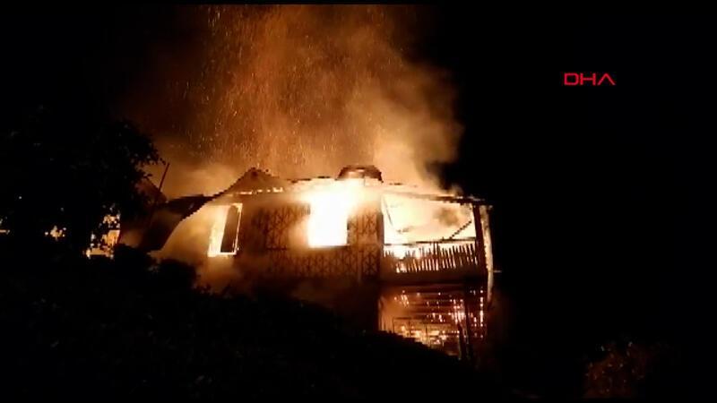 """Çevreci ressamın basın açıklaması öncesi yanan evine """"kundaklama"""" şüphesi"""