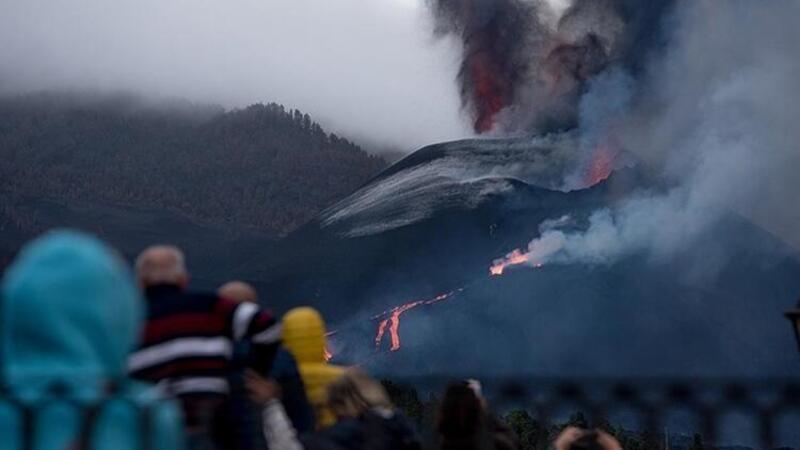 La Palma'da Cumbre Vieja Yanardağı'nda lav akışı sürüyor