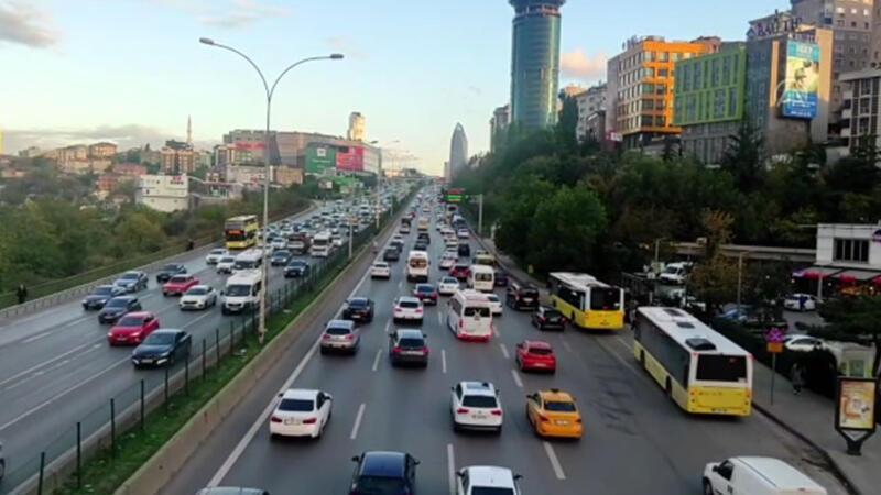 İstanbul'da akşam saatlerinde trafikte yoğunluk yaşanıyor