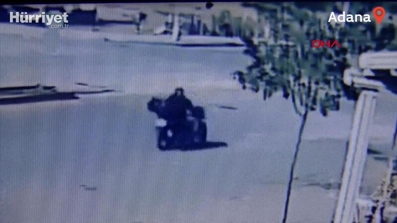 Kavşağa hızlı giren otomobil motosikletliye çarptı! Kaza anı kamerada