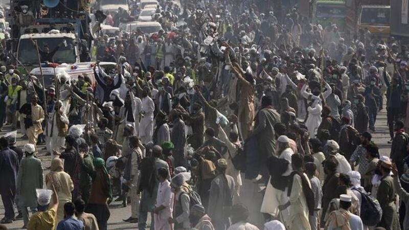 Pakistan'daki protestolar şiddetleniyor