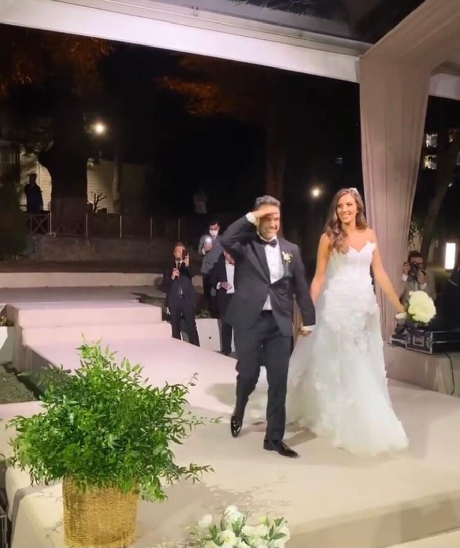 Arda Türkmen ve Melodi Elbirliler evlendi İşte nikahtan ilk görüntüler